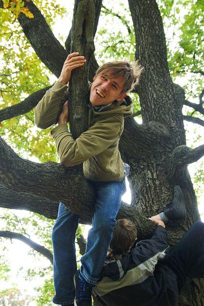 Shurik Davydov on a tree in the Udelniy park, 2010